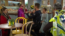 Sonya Mitchell, Poppy Jarvis, Mark Brennan, Piper Willis, Susan Kennedy in Neighbours Episode 7429