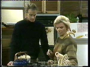 Graham Gibbons, Helen Daniels in Neighbours Episode 0315