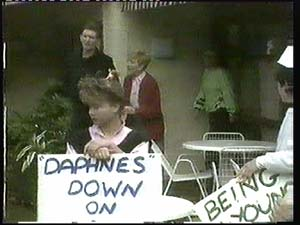 Des Clarke, Eileen Clarke, Daphne Clarke in Neighbours Episode 0315