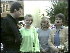 Des Clarke, Daphne Clarke, Jane Harris, Nell Mangel in Neighbours Episode 0315