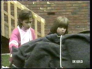 Lucy Robinson, Vicki Gibbons in Neighbours Episode 0315