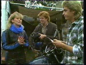 Patty Collins, Clive Gibbons, Shane Ramsay in Neighbours Episode 0318
