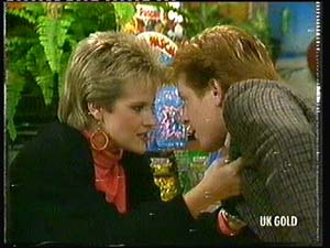 Daphne Clarke, Clive Gibbons in Neighbours Episode 0318
