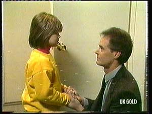 Vicki Gibbons, Graham Gibbons in Neighbours Episode 0318