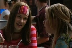 Elly Conway, Michelle Scully in Neighbours Episode 3932