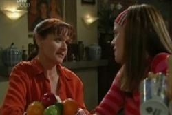 Elly Conway, Susan Kennedy in Neighbours Episode 3932