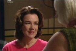 Lyn Scully, Rosie Hoyland in Neighbours Episode 3994
