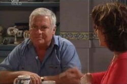 Lou Carpenter, Lyn Scully in Neighbours Episode 3994
