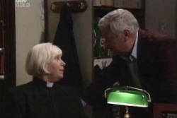 Rosie Hoyland, Lou Carpenter in Neighbours Episode 3995