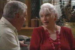 Lou Carpenter, Rosie Hoyland in Neighbours Episode 4002