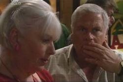Rosie Hoyland, Lou Carpenter in Neighbours Episode 4002