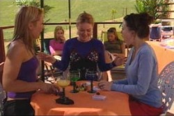 Steph Scully, Dee Bliss, Michelle Scully, Felicity Scully, Libby Kennedy in Neighbours Episode 4004
