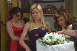 Libby Kennedy, Dee Bliss, Lyn Scully in Neighbours Episode 4007