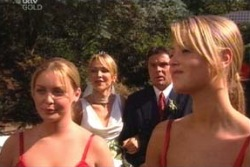 Michelle Scully, Steph Scully, Joe Scully, Felicity Scully in Neighbours Episode 4007