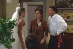 Steph Scully, Joe Scully, Lyn Scully in Neighbours Episode 4008