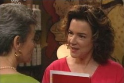 Chloe Lambert, Lyn Scully in Neighbours Episode 4011
