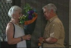 Lou Carpenter, Rosie Hoyland in Neighbours Episode 4016