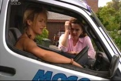 Steph Scully, Lyn Scully in Neighbours Episode 4017