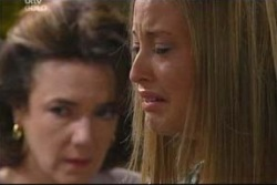 Lyn Scully, Felicity Scully in Neighbours Episode 4017