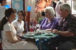 Susan Kennedy, Libby Kennedy, Rosie Hoyland, Lou Carpenter in Neighbours Episode 4021