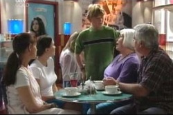 Susan Kennedy, Libby Kennedy, Boyd Hoyland, Rosie Hoyland, Lou Carpenter in Neighbours Episode 4021