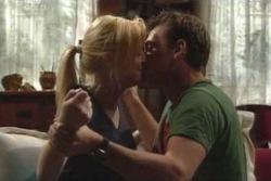 Dee Bliss, Stuart Parker in Neighbours Episode 4027