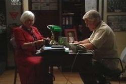 Lou Carpenter, Rosie Hoyland in Neighbours Episode 4030