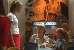 Felicity Scully, Boyd Hoyland, Summer Hoyland in Neighbours Episode 4033