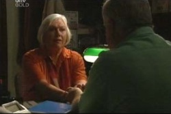 Rosie Hoyland, Lou Carpenter in Neighbours Episode 4034