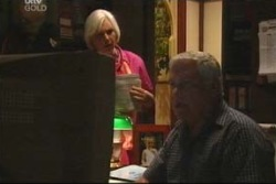 Lou Carpenter, Rosie Hoyland in Neighbours Episode 4037