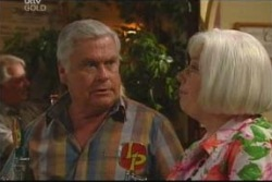 Lou Carpenter, Rosie Hoyland in Neighbours Episode 4038