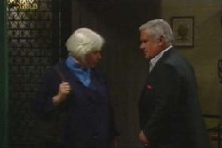 Rosie Hoyland, Lou Carpenter in Neighbours Episode 4044