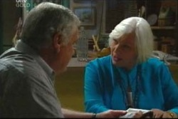 Lou Carpenter, Rosie Hoyland in Neighbours Episode 4046