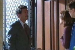 Detective Goldstein, Lyn Scully, Joe Scully in Neighbours Episode 4047