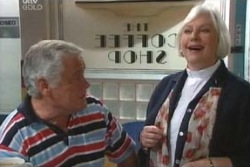 Lou Carpenter, Rosie Hoyland in Neighbours Episode 4049