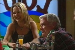 Steph Scully, Lou Carpenter in Neighbours Episode 4059