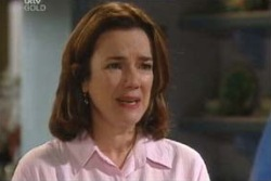 Lyn Scully in Neighbours Episode 4060