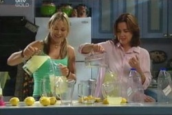 Steph Scully, Lyn Scully in Neighbours Episode 4060