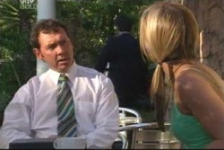 Patrick Connelly, Steph Scully in Neighbours Episode 4061