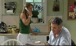 Steph Scully, Bobby Hoyland in Neighbours Episode 4720