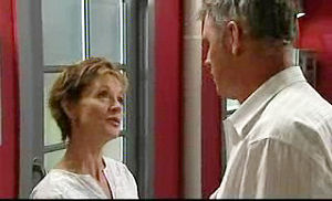 Susan Kennedy, Bobby Hoyland in Neighbours Episode 4735