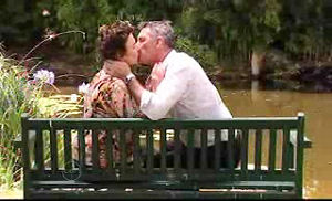 Lyn Scully, Bobby Hoyland in Neighbours Episode 4736