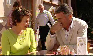 Lyn Scully, Harold Bishop, Bobby Hoyland in Neighbours Episode 4736