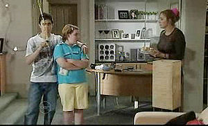 Stingray Timmins, Bree Timmins, Janelle Timmins in Neighbours Episode 4740