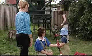 Dylan Timmins, Janelle Timmins, Lyn Scully, Oscar Scully in Neighbours Episode 4756