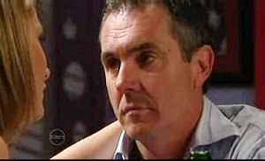 Izzy Hoyland, Karl Kennedy in Neighbours Episode 4762