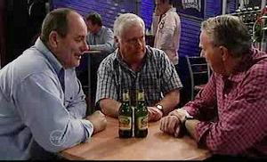 Lou Carpenter, Philip Martin, Doug Willis in Neighbours Episode 4775