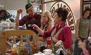 Joe Mangel, Sky Mangel, Lyn Scully, Dylan Timmins in Neighbours Episode 4777
