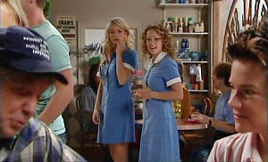 Joe Mangel, Sky Mangel, Serena Bishop, Lyn Scully in Neighbours Episode 4781