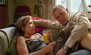 Steph Scully, Max Hoyland in Neighbours Episode 4783